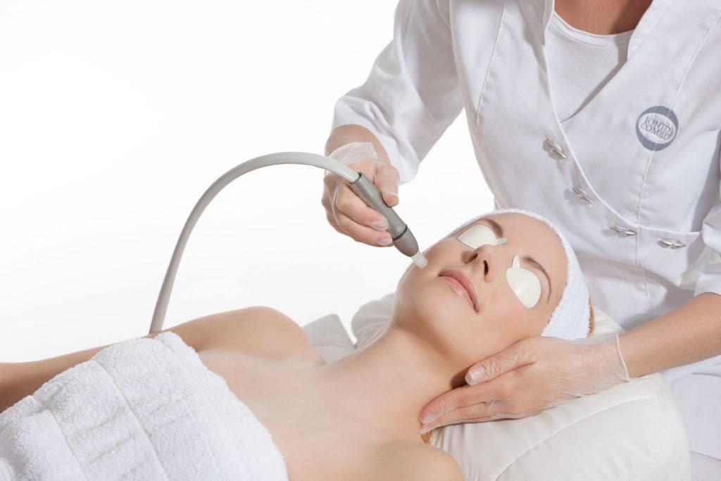 Microdermabrasion Behandlung für das Gesicht in München